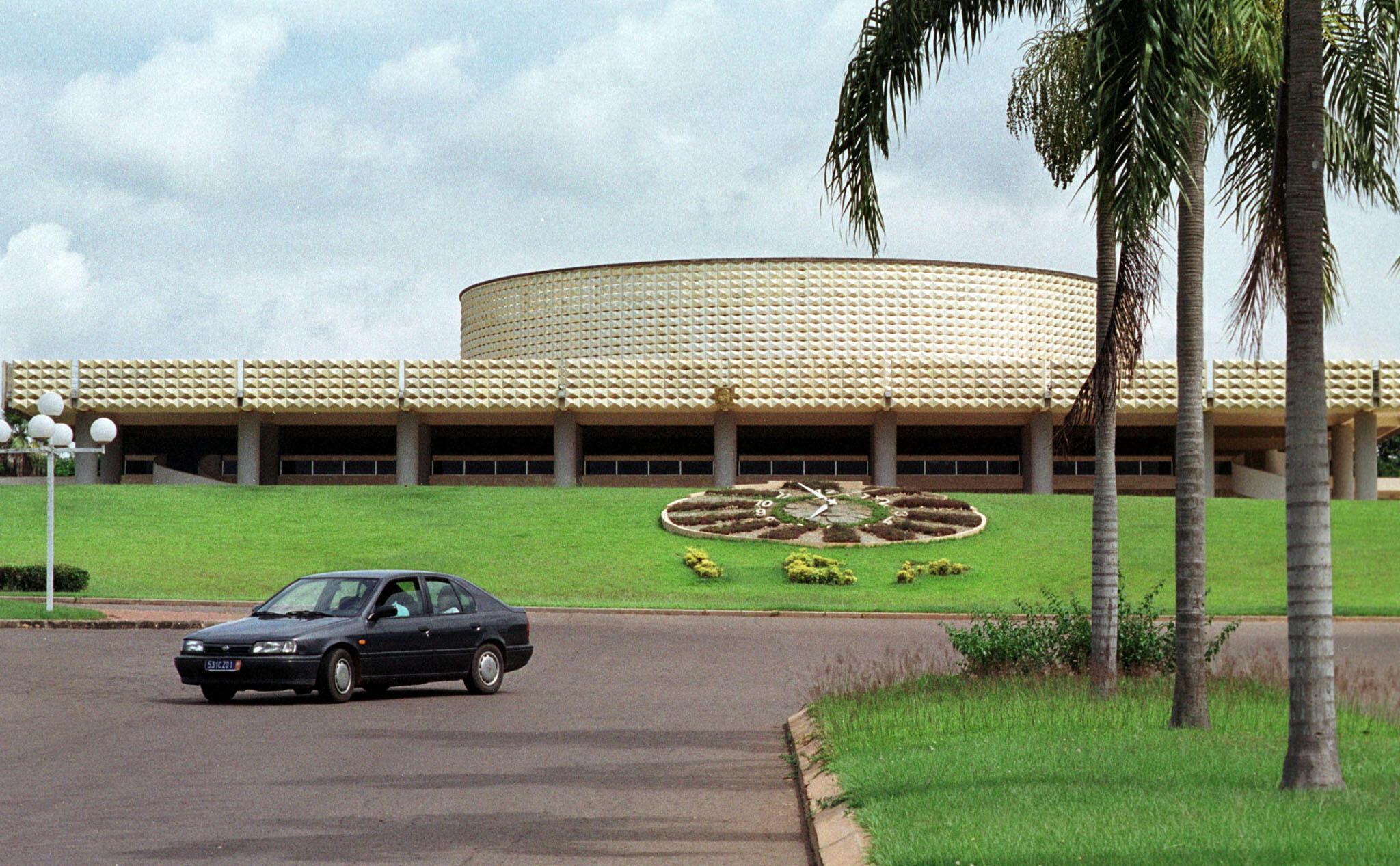 Le Parlement ivoirien, le 13 juin 2001 à Yamoussoukro (illustration).