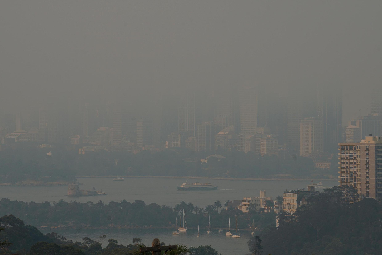 2019年12月19日包裹悉尼港的火灾浓烟