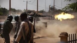 Combates entre forças francesas e malinesas contra extremistas islâmicos, nesta quinta-feira,  21 de fevereiro, em Gao.