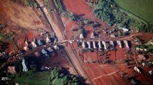 Foto aérea de Konlontar, após vazamento da lama tóxica, na última segunda-feira.
