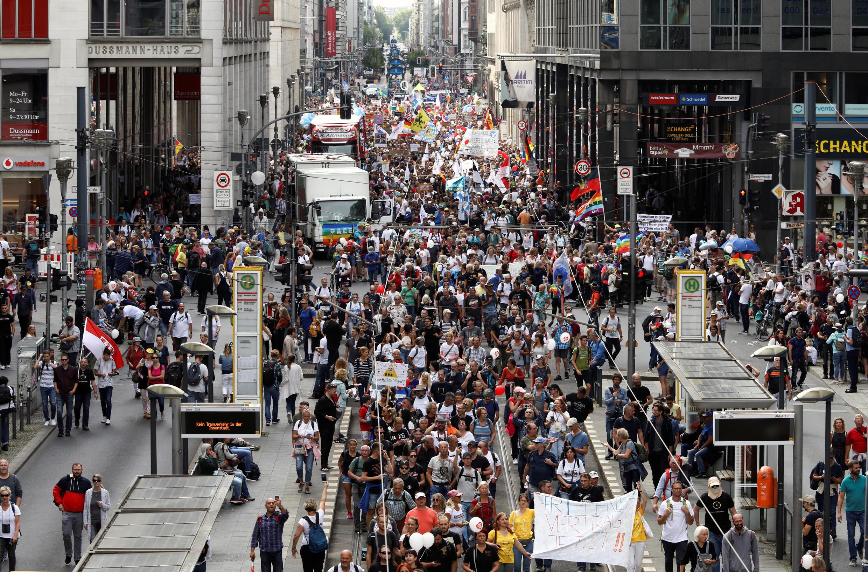 2020-08-29T093815Z_705634597_RC2LNI9BZLFS_RTRMADP_3_HEALTH-CORONAVIRUS-GERMANY-PROTEST
