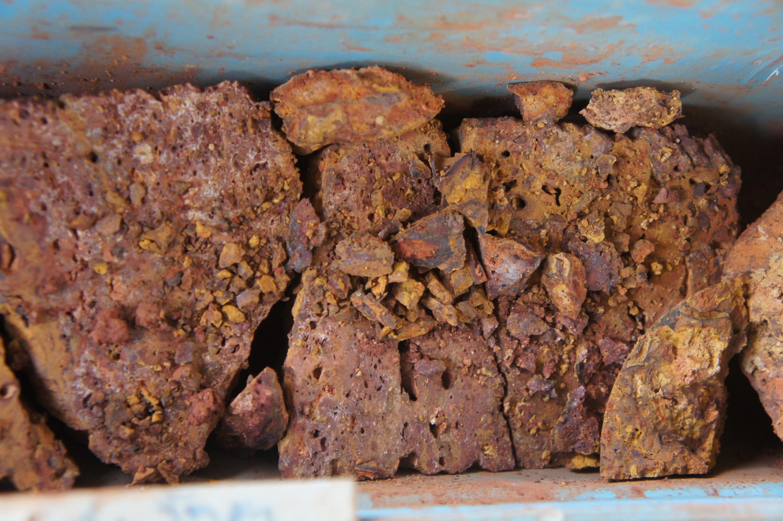 La bauxite est le minerai aujourd'hui le plus utilisé pour la fabrication d'oxyde d'aluminium servant de matière première à la production d'aluminium métal