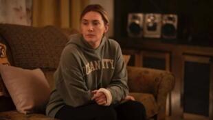 Kate Winslet dans «Mare of Easttown», une minisérie actuellement diffusée en France sur OCS.  © HBO