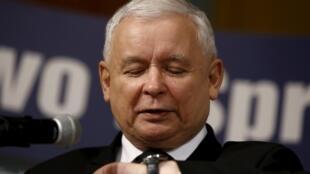 Jaroslaw Kaczynski, Chủ tịch đảng bảo thủ Ba Lan đã chỉ định bà Beata Szydlo làm tân Thủ tướng - REUTERS /P. Kopczynski