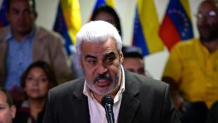 Venezuela : Angel Oropeza, phát ngôn viên liên minh đối lập MUD, thông báo tẩy chay bầu cử tổng thống dự kiến tháng 04/2018. Ảnh 21/02/2018.