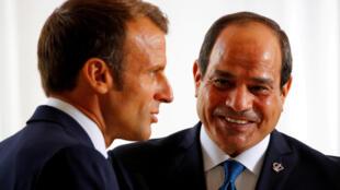 El presidente francés Emmanuel Macron recibe al presidente egipcio Abdel-Fattah el-Sisi en Biarritz, Francia, el 25 de agosto de 2019. Francois Mori/Pool vía REUTERS/Archivo Foto