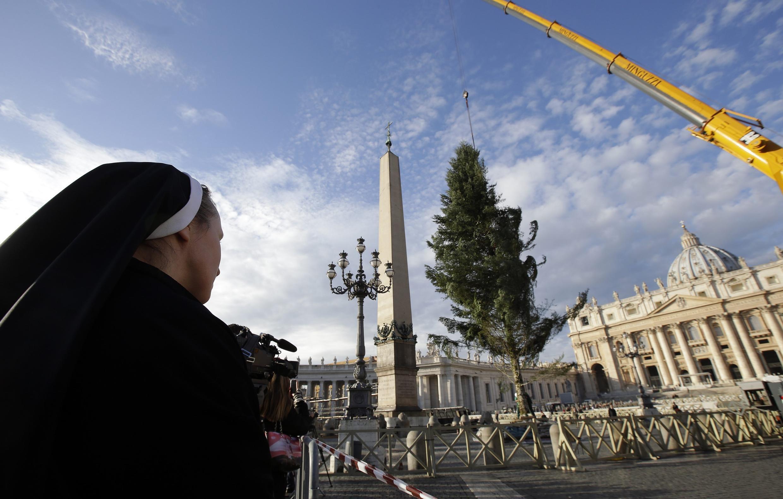Une religieuse sur la place Saint-Pierre au Vatican. (Photo d'illustration).