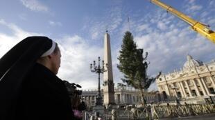 Une religieuse sur la place Saint-Pierre au Vatican (Photo d'illustration).