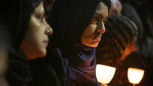 Muçulmanas de San Bernardino fazem vigília em homenagem a vítimas do massacre de quarta-feira