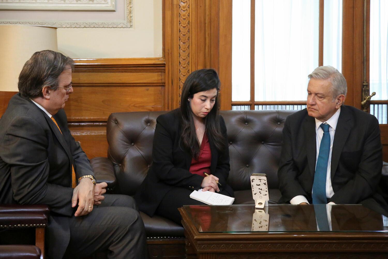 Ngoại trưởng Mêhicô Marcelo Ebrard và tổng thống Lopez Obrador nói chuyện qua điện thoại với tổng thống Mỹ Donald Trump ngày 05/11/2019 sau vụ 9 người Mỹ theo đạo Mormon bị thảm sát.