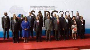 Fotografia de família dos chefes de Estado e de Governo da SADC em Luanda. 17/08/11