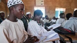 Wasu yara 'yan makaranta da yaki ya raba da gidajensu yankin Darfur