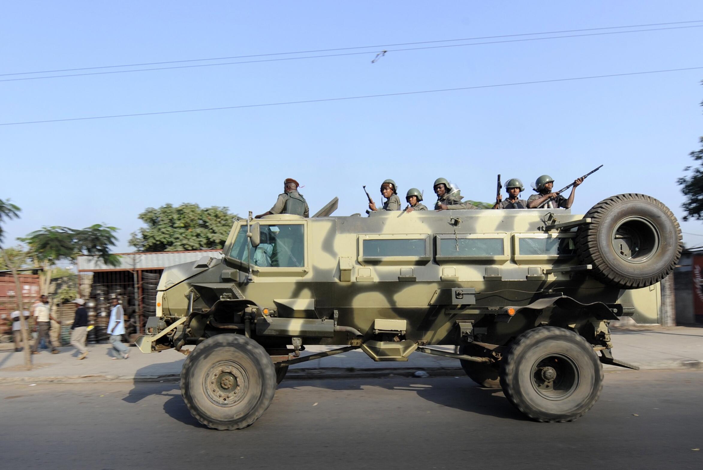 Patrulha do exército moçambicano em Maputo.