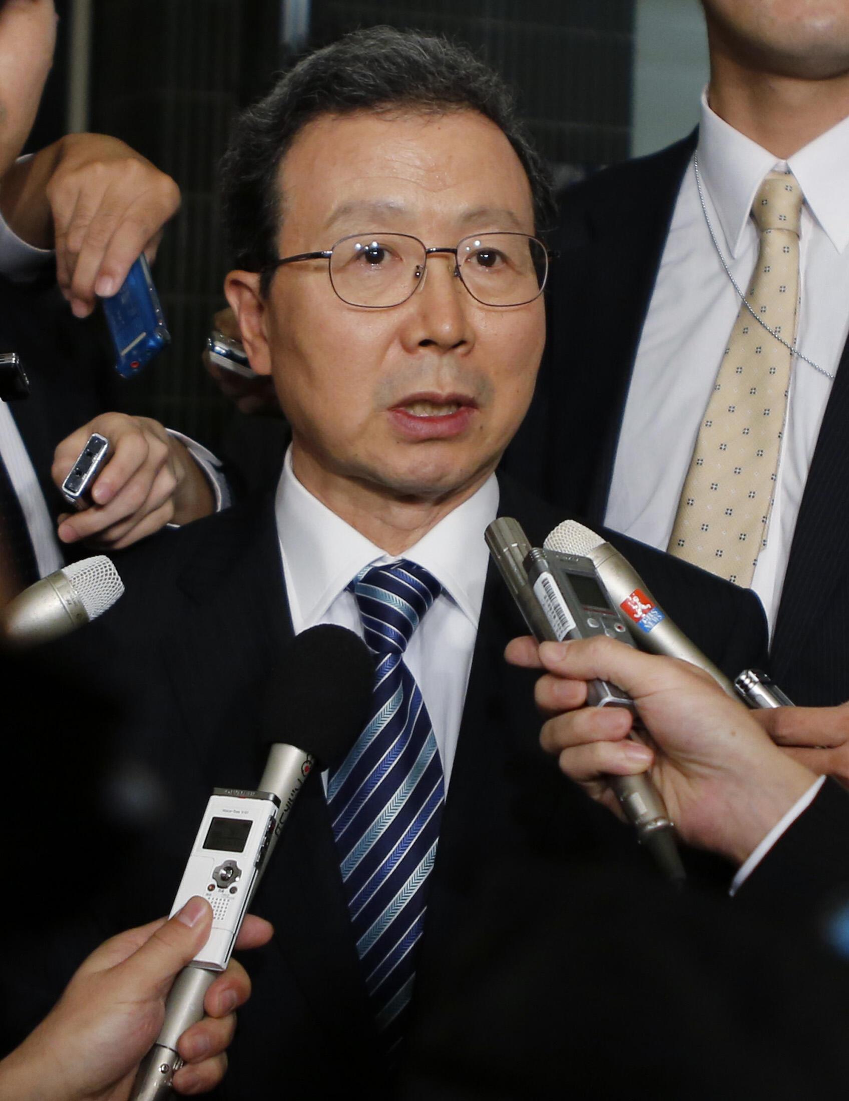Đại sứ Trung Quốc tại Tokyo, Trình Vĩnh Hoa, (Cheng Yonghua) trả lời báo chí, sau cuộc gặp với đại diện Bộ Ngoại giao Nhật Bản,Tokyo, 25/11/2013