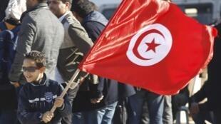 Foto de arquivo durante a comemoração do aniversário da Revolução do Jasmim, em Túnis, em dezembro de 2013.