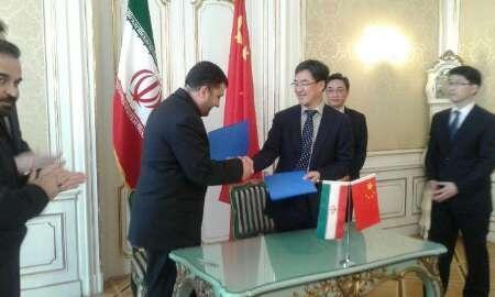 امضای قرارداد مشاوره بازطراحی راکتور آب سنگین اراک، میان سازمان انرژی اتمی ایران و شرکتهای چینی، یکشنبه ۳ اردیبهشت/ ۲۳ آوریل در محل نمایندگی جمهوری اسلامی ایران در وین.