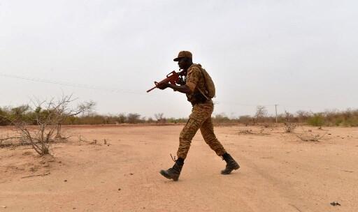 Askari wa jeshi la Burkina Faso akiwa kwenye mazoezi (picha ya kumbukumbu).