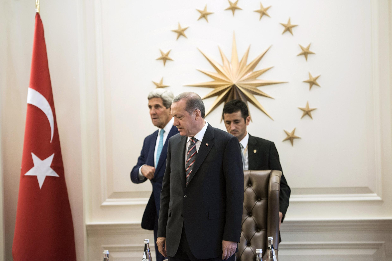 Le secrétaire d'Etat américain Kerry et le président turc Erdogan, le 12 septembre 2014.