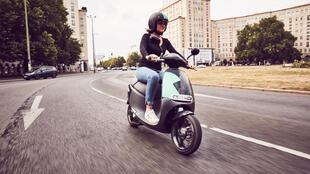 L'entreprise Coup dispose de 1000 scooters Gogoro made in Taiwan sur Berlin que l'on ne peut plus ignorer. La société vient de débarquer avec 600 véhicules à Paris.