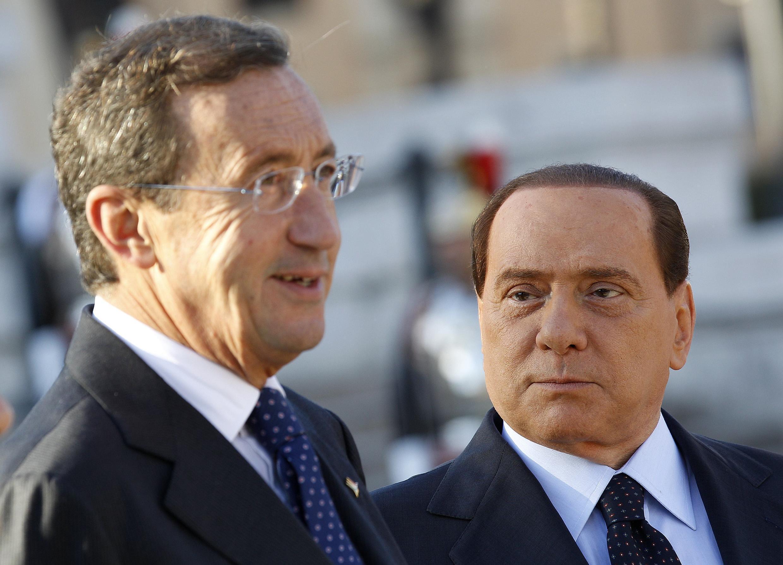 Gianfranco Fini (à esquerda), ex-aliado de Silvio Berlusconi (à direita), criou um partido de oposição ao primeiro-ministro.