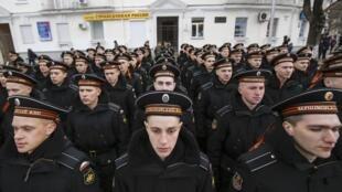 Des marins russes lors d'une cérémonie célébrant l'annexion de la Crimée.