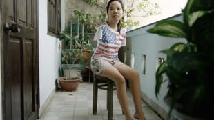 Thuy' Linh, de 21 años, nació sin brazos: forma parte de la tercera generación de víctimas del Agente Naranja. Foto tomada en Ciudad Ho Chi Minh, Vietnam, en 2015.
