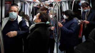 Dans le métro de Rome, en Italie, le 28 octobre 2020.