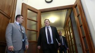 Греческий министр финансов Евангелос Ванизелос прибывает на совещание министров в здании парламента в Афинах 8 марта 2012 г.