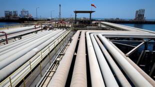 沙特阿拉伯拉斯坦努拉炼油厂一角。摄于2018年5月21日