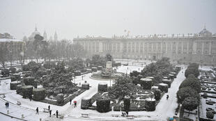 La nevada, que comenzó el jueves, cubrió de blanco a Madrid