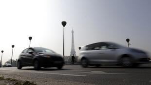 Traffic restrictions could be imposed in Paris to reduce pollution.