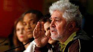 O cineasta espanhol Pedro Almodóvar criticou a postura do Netflix durante entrevista coletiva na abertura do 70° Festival de Cinema de Cannes.