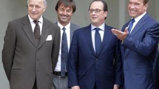 Arnold Schwarzenegger à l'Elysée en compagnie du président français François Hollande, de Nicolas Hulot et de Laurent Fabius, le 10 octobre 2014 avant le R20 sur le climat.