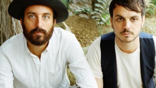 «Yaya» David Ivar (g) et «Cosmic» Néman du groupe français Herman Dune.