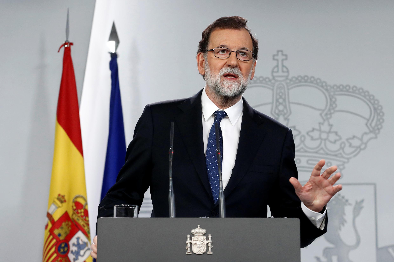 Firaminista Mariano Rajoy yayin taron majalisar zartaswa a yau Asabar da ya amince da kwace kwarya-kwaryan 'yancin cin gashin kan yankin Catalonia.