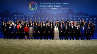 Numerosos chefes de Estado e representantes estavam presentes para a abertura da cimeira mundial humanitária de Istanbul, a 23 de Maio de 2015.