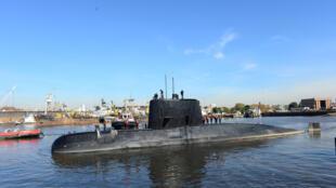 O submarino argentino desaparecido San Juan, no momento em que deixava o porto de Buenos Aires, em 2014.