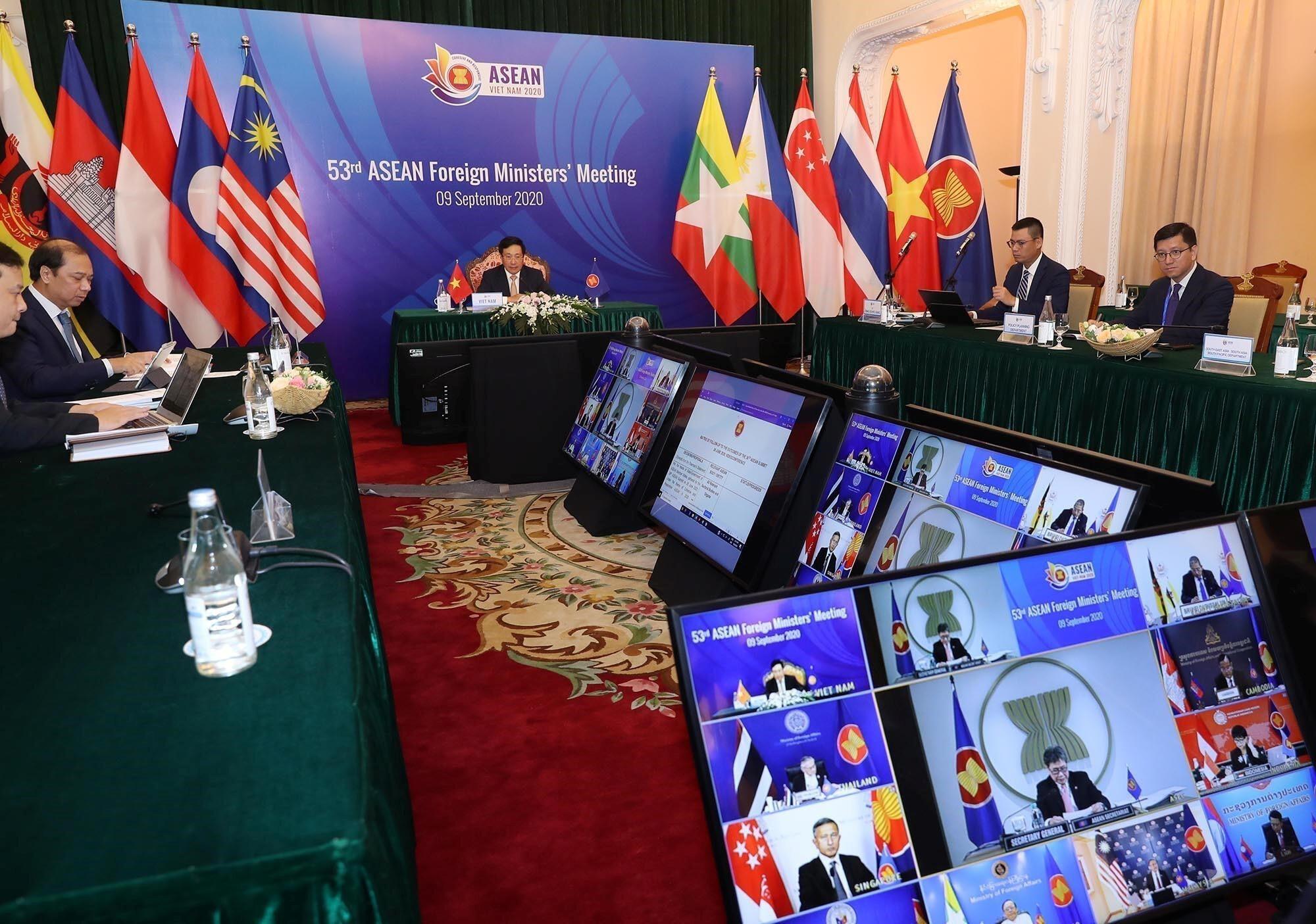 2020-09-09T034517Z_584882755_RC2RUI9QLWS0_RTRMADP_3_ASEAN-SUMMIT