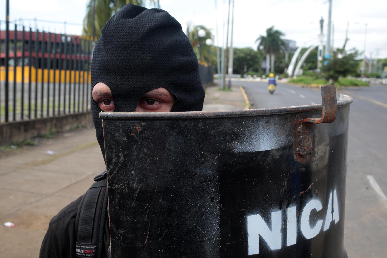 Manifestanta durante protesto em Manágua, na Nicarágua, em 23 de junho de 2018.