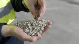 Les premières analyses des réserves alsaciennes confirment la présence d'un lithium, en qualité et quantité très prometteuse (lithium traité - image d'illustration).