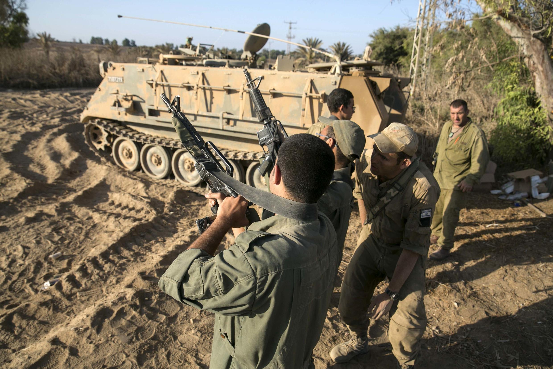 Sojojin Isra'ila da makamansu a kusa da Gaza