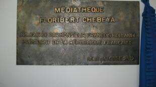 La plaque commémorative inaugurée par le président français le 13 octobre 2012.