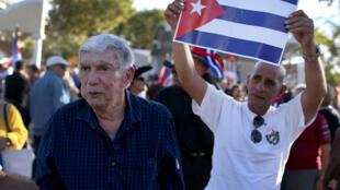 Luis Posada Carriles, lors d'une manifestation contre le rapprochement entre Cuba et les Etats-Unis, le 20 décembre 2014 à Miami.