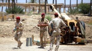 Exército iraquiano combate jihadistas em Jurf al-Sakhar.
