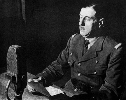 Генерал де Голль в студии Би-Би-Си в Лондоне.