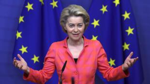 La presidente de la comisión europea, Ursula von der Leyen, en una rueda de prensa en Bruselas, Bélgica, el 14 de octubre de 2020