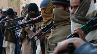 D'anciens combattants talibans, lors d'une cérémonie de désarmement, le 8 février dernier à Jalalabad, dans l'est de l'Afghanistan.