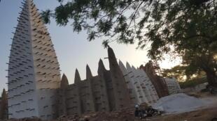 La mosquée de Dioulassoba au Burkina Faso.