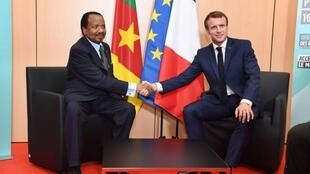 Shugaban kasar Kamaru Paul Biya tare da takwaransa na Faransa Emmanuel Macron yayin wata ganawa a Paris