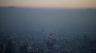 Pico de poluição leva a capital do Chile a decretar estado de emergência ambiental.